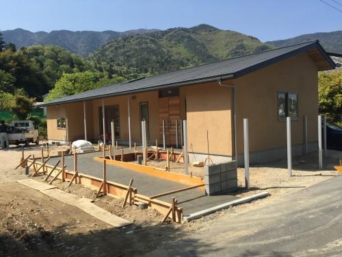 竣工間近の家の様子。現在外構工事中